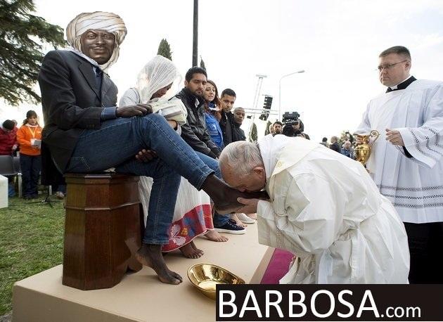 https://cdn.discordapp.com/attachments/308950154222895104/340290283956731904/Caliph_Barbosa_Meets_Kaffir_Pope.jpg