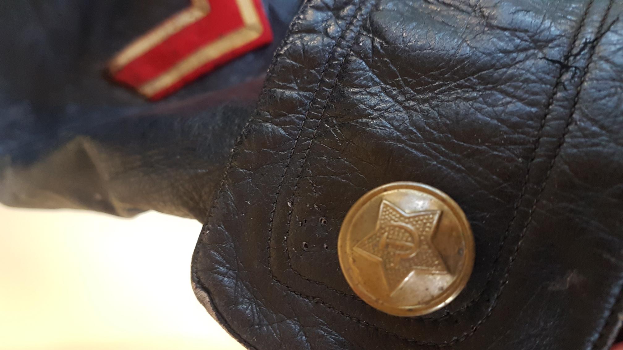Authentification d'insigne de manche et de pattes de cols d'un tankiste russe 8e5e1c1c42463492