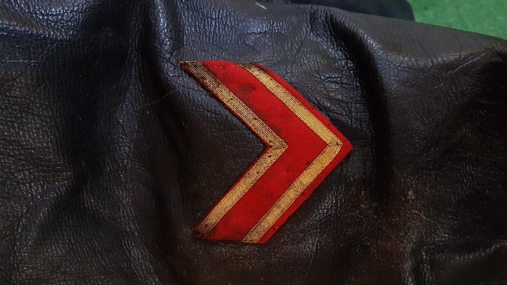 Authentification d'insigne de manche et de pattes de cols d'un tankiste russe 9e06be3bac22616d