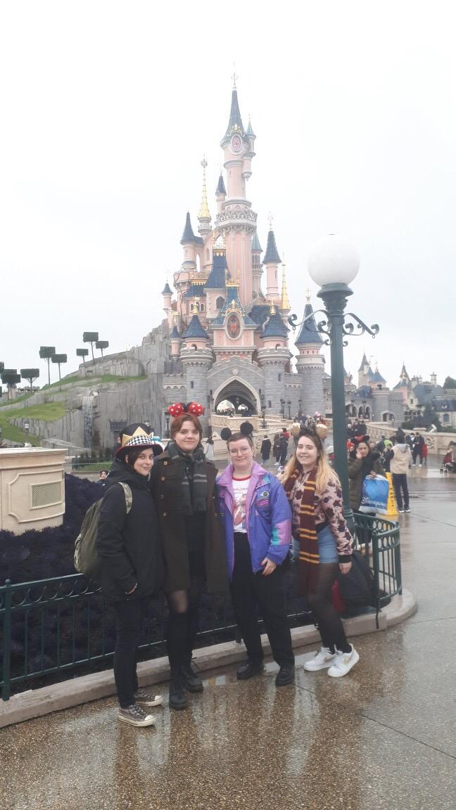 [IRL] Hennessy, Ezra, Pan et Andy à Disney. Image0