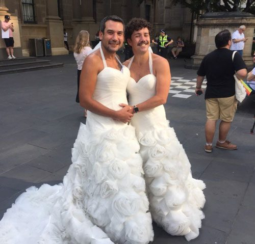 https://cdn.discordapp.com/attachments/372508286529961996/390638899388743682/luke-george-celebrate-gay-marriage-in-melbourne-australia.jpg
