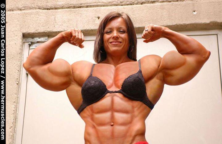 https://cdn.discordapp.com/attachments/372508286529961996/391366329598214146/muscle-woman.jpg