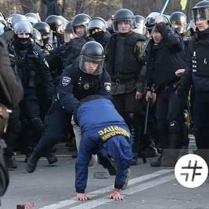 Поліція: Затримано найактивніших учасників акції під Радою, намети демонтовано - Цензор.НЕТ 9258