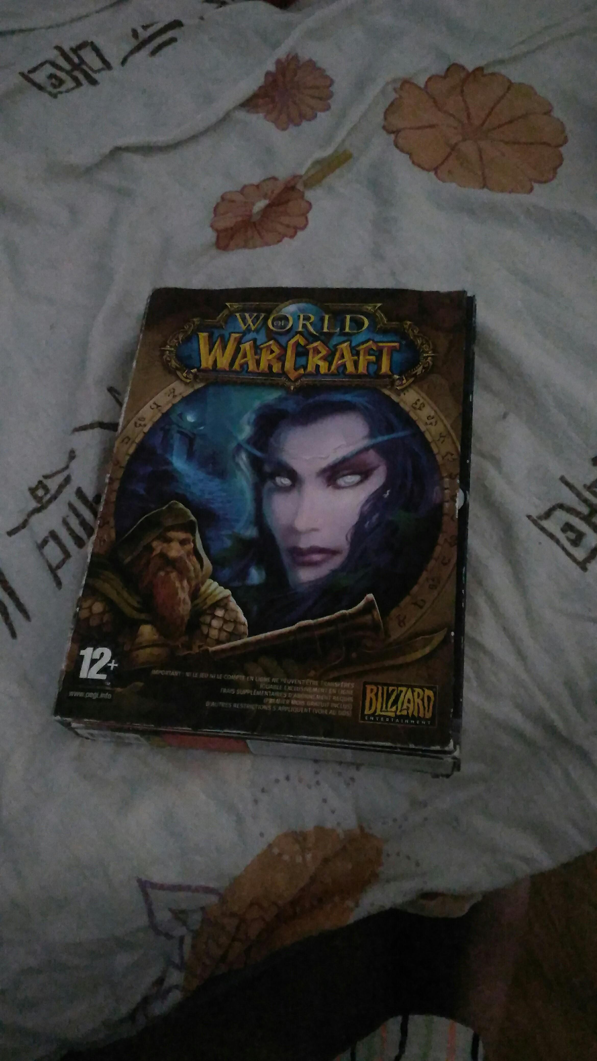 Petite boîte du jeu que j'ai toujours, un peu amochée. En collection physique, je possède donc Vanilla, BC, WoTLK et Cataclysm. Le reste a été acheté sur la boutique Blizzard au fil des années