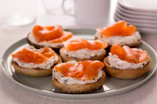 https://cdn.discordapp.com/attachments/446152522571317248/446155545515130891/mini-bagels-with-lox-cream-cheese-65365.jpg
