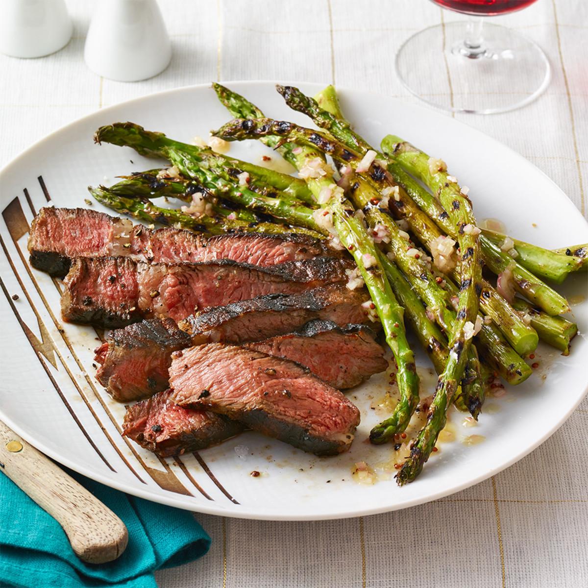 https://cdn.discordapp.com/attachments/456960544998686770/471384539554512907/grilled-steak-asparagus-with-stout-sauce-102718256.jpg