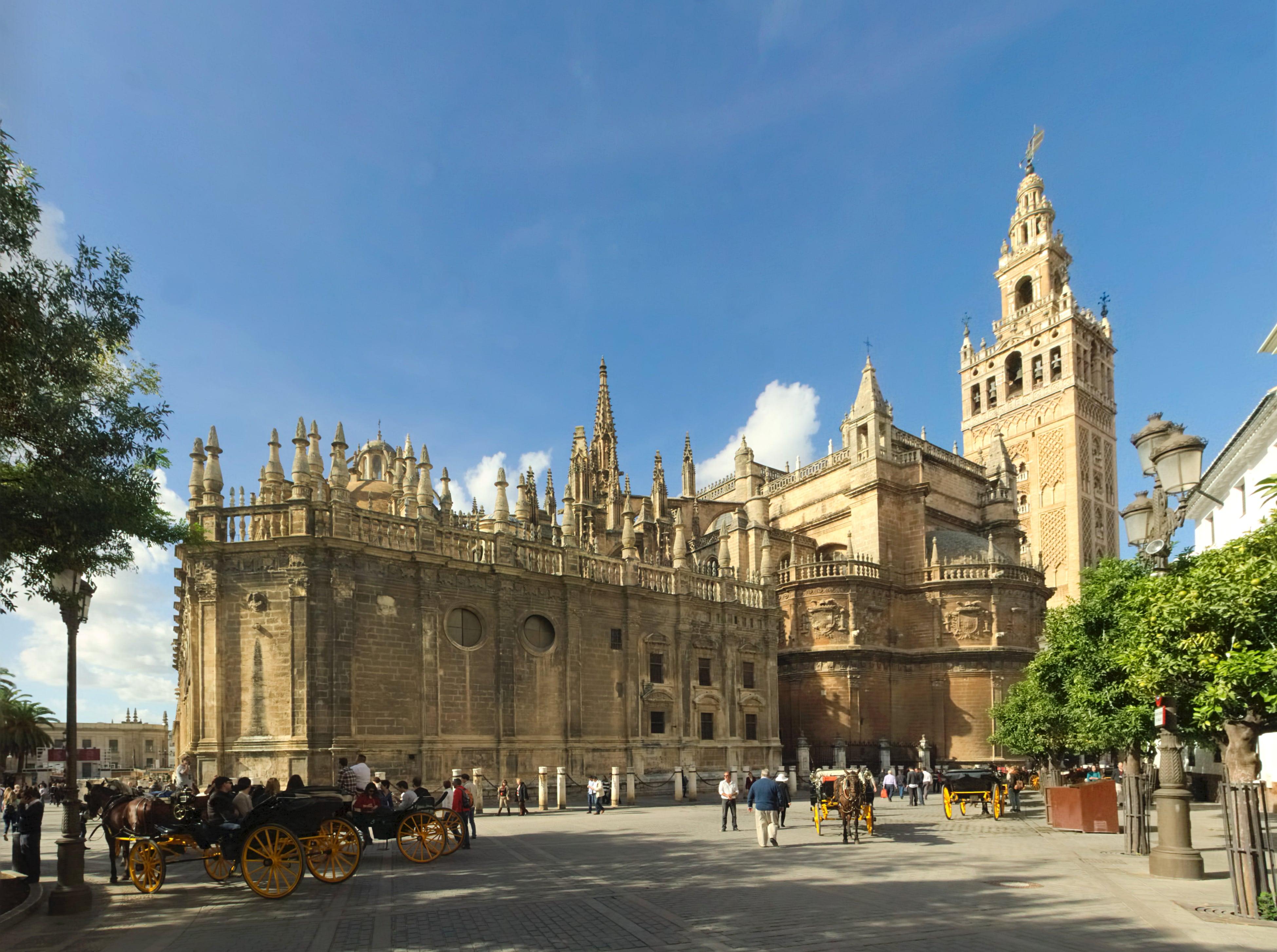 Sevilla_Cathedral_-_Southeast-min.jpg