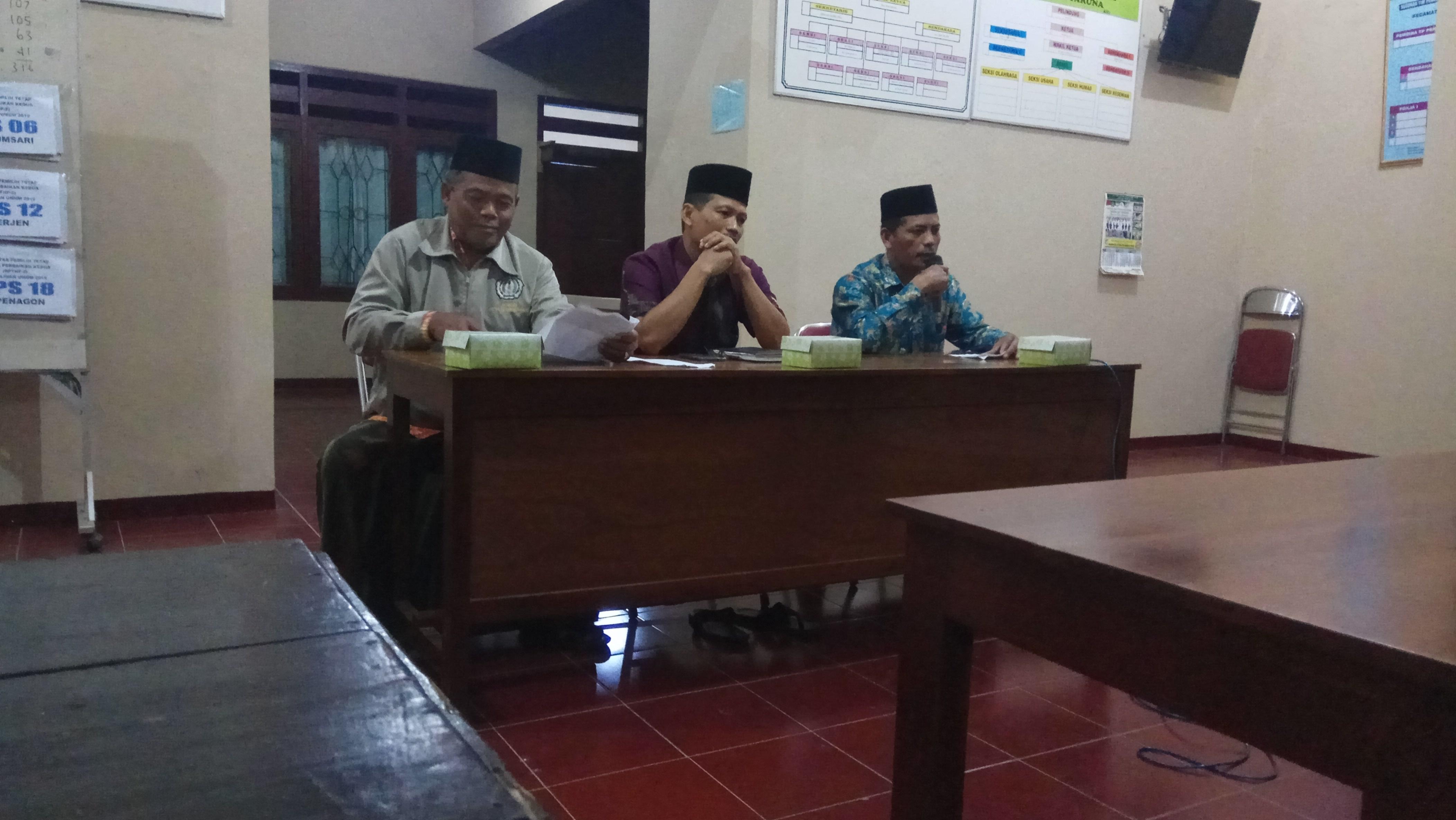 Dari kiri ke kanan : Petinggi Desa Nalumsari, Ketua BPD Desa Nalumsari, Moderator