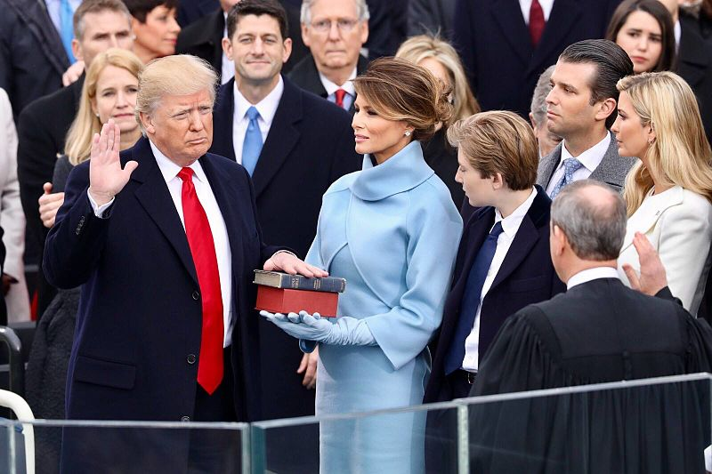 https://cdn.discordapp.com/attachments/627030086964740096/632119323280015380/Donalbshzd_Trump_swearing_in_ceremony_1.jpg