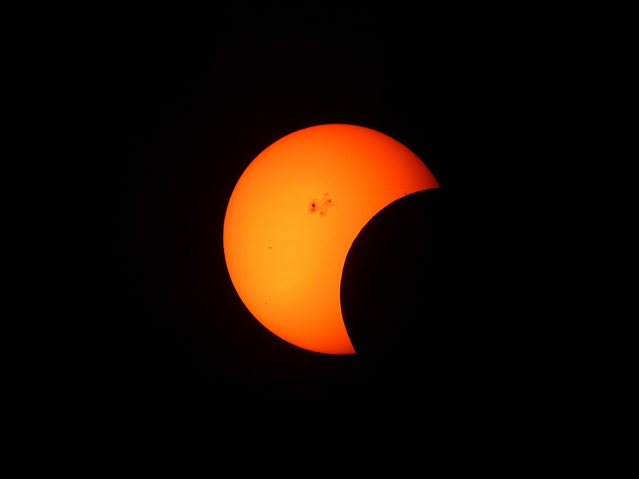 partial-solar-eclipse-1154215_960_720.png