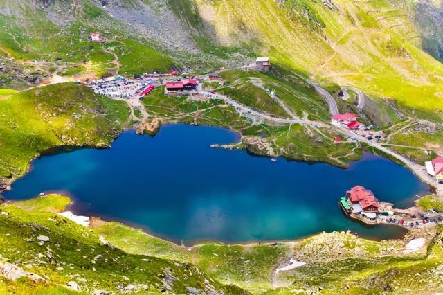 https://cdn.discordapp.com/attachments/710842486540468277/855330902632955904/top-10-places-to-visit-in-romania-balea-lake-auto-europe.png