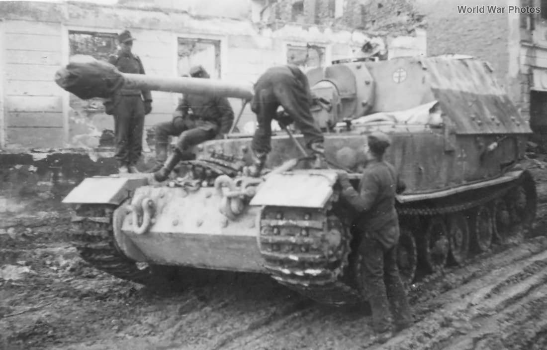 PzJgAbt_653_Elefant_1944.jpg