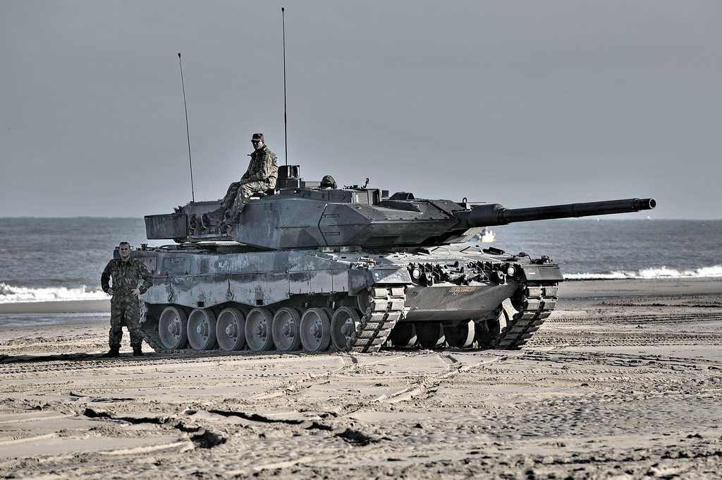 Leopard_2_tank_in_Dutch_service.jpg