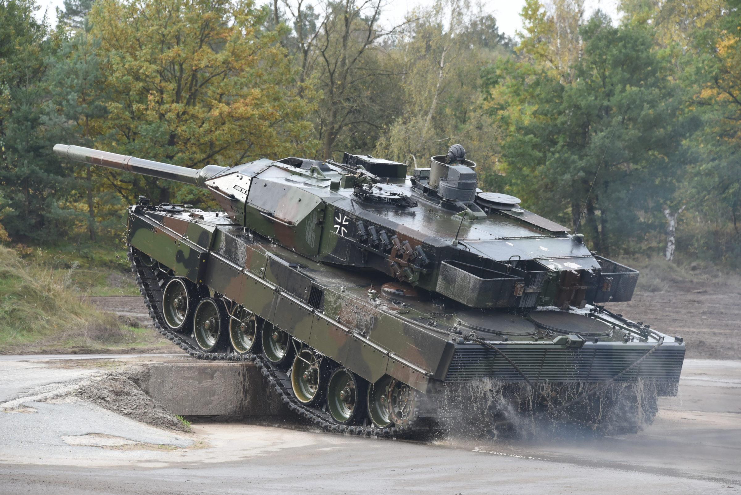 Leopard-2A6-e1581070287267.jpg