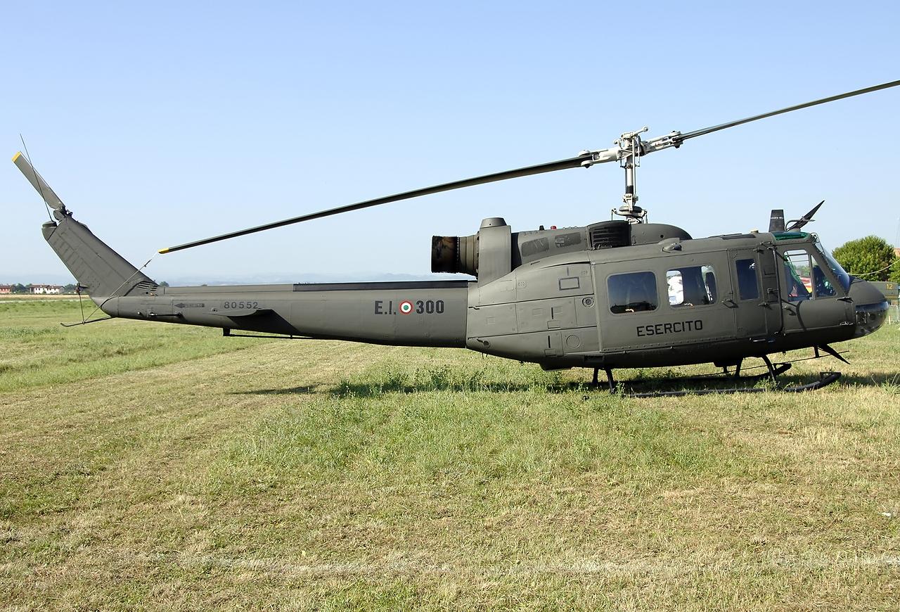 Agusta-Bell_AB-205A-1_Italy_-_Army_JP636