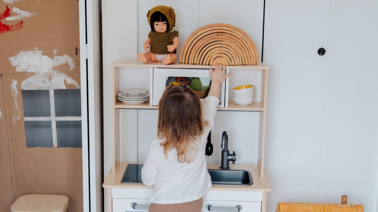 Chambre montessori de petite fille