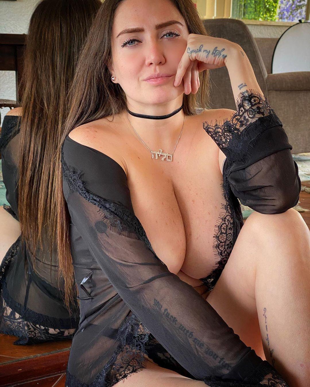 Celia Lora pic