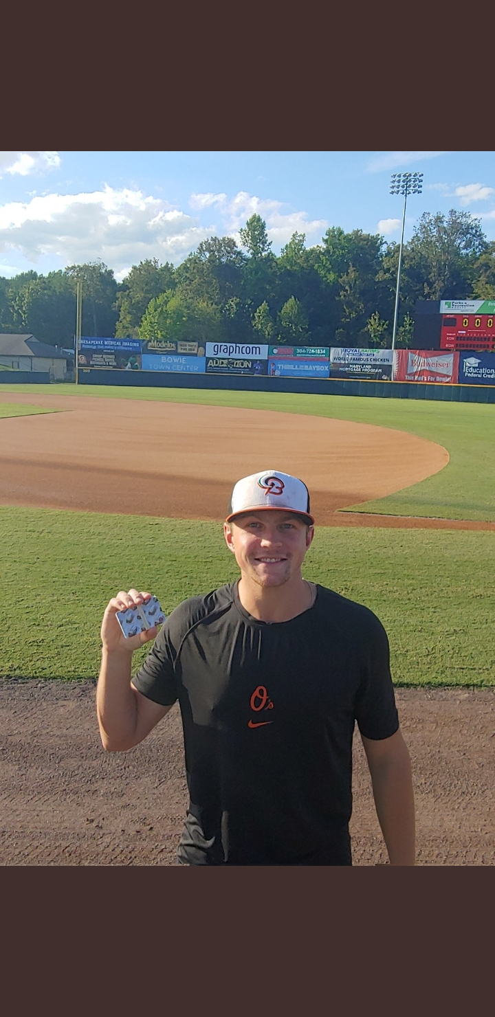 Baysox player with Chipotle gift cards.