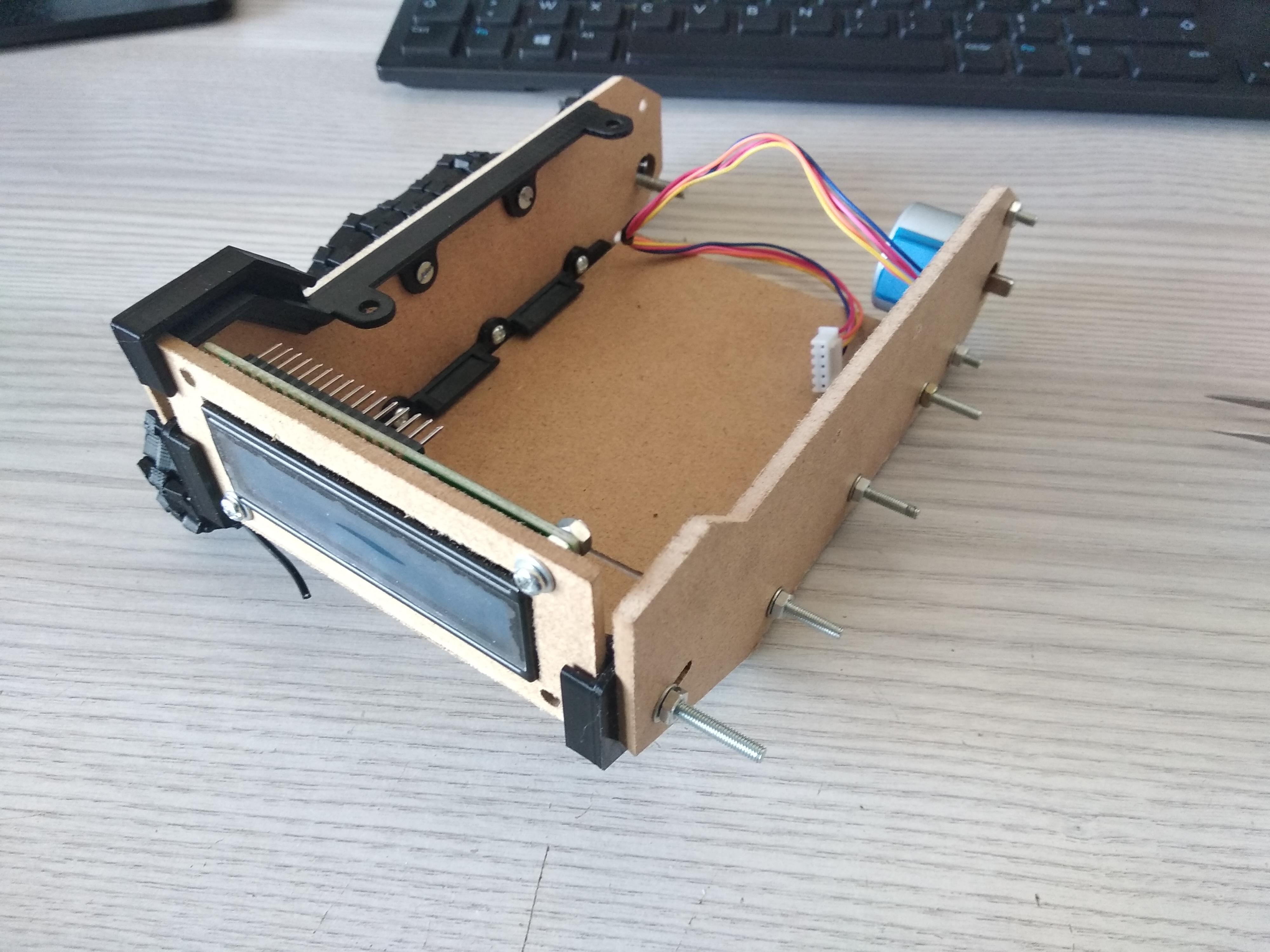 Pièce 3D qui maintiendra les trois planches du dessus fixé au char, tank de derrière