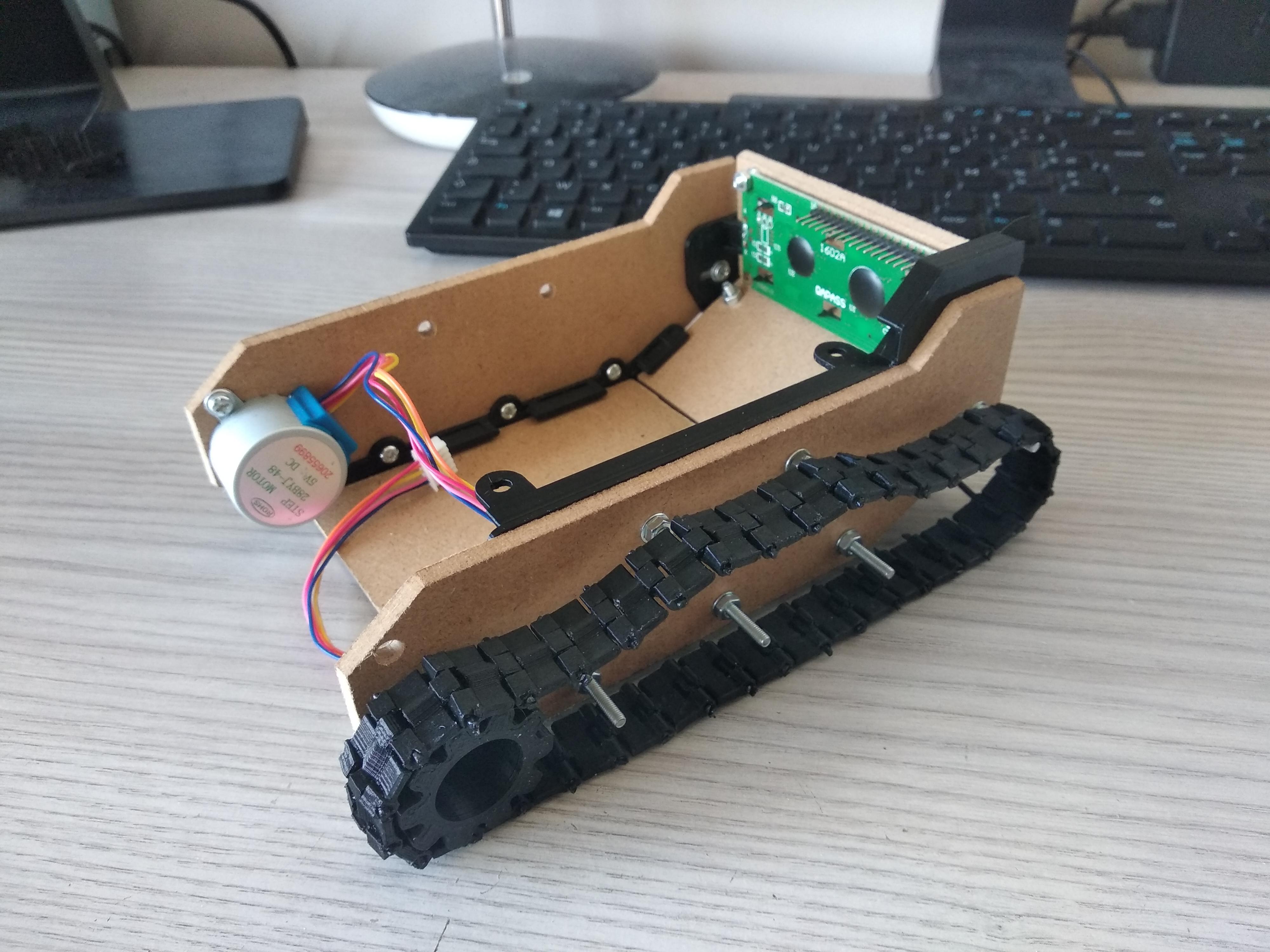 Pièce 3D qui maintiendra les trois planches du dessus fixé au char, tank de côté