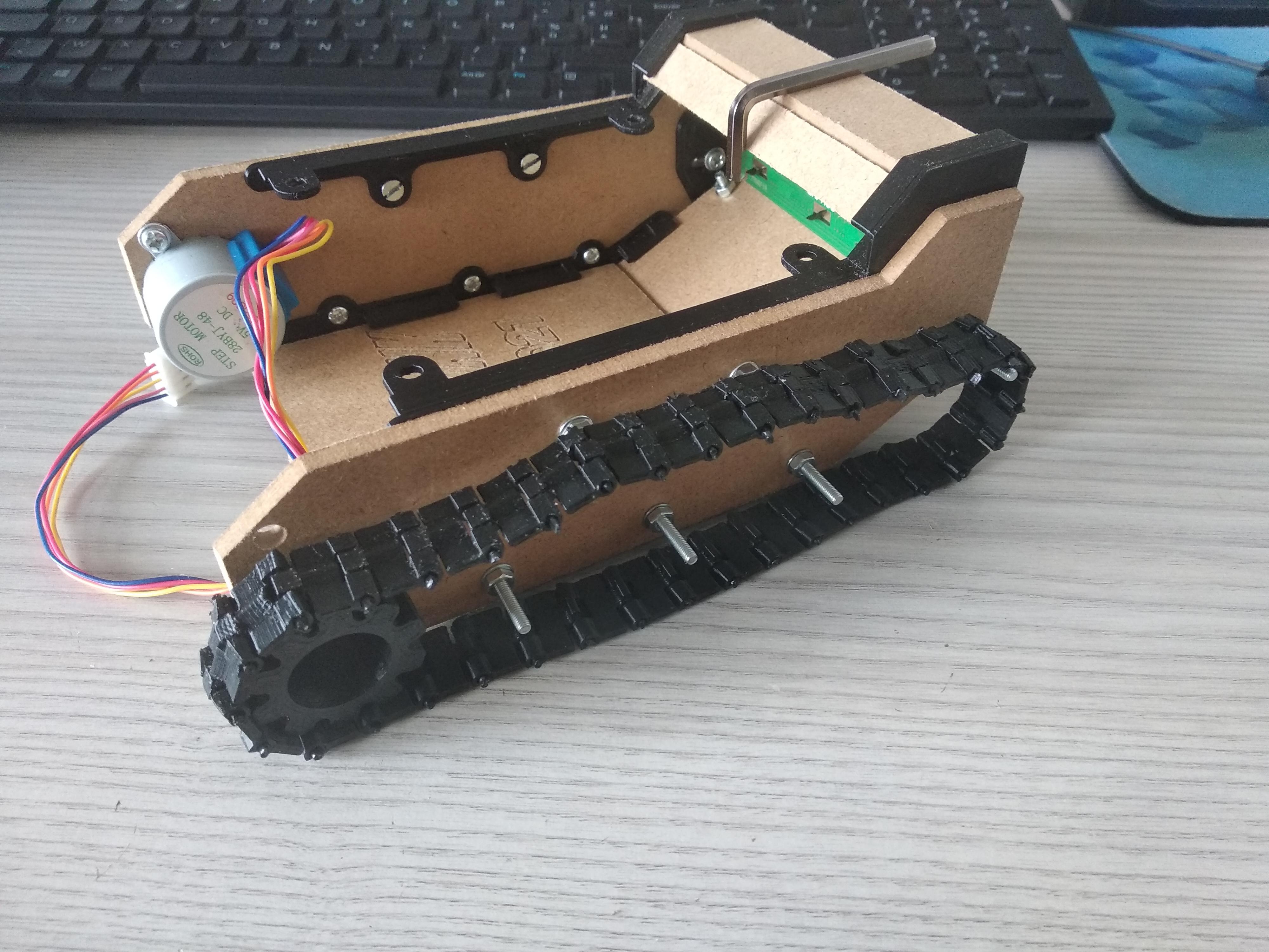 2 petites planches ferme fin du tank, tank de côté/devant