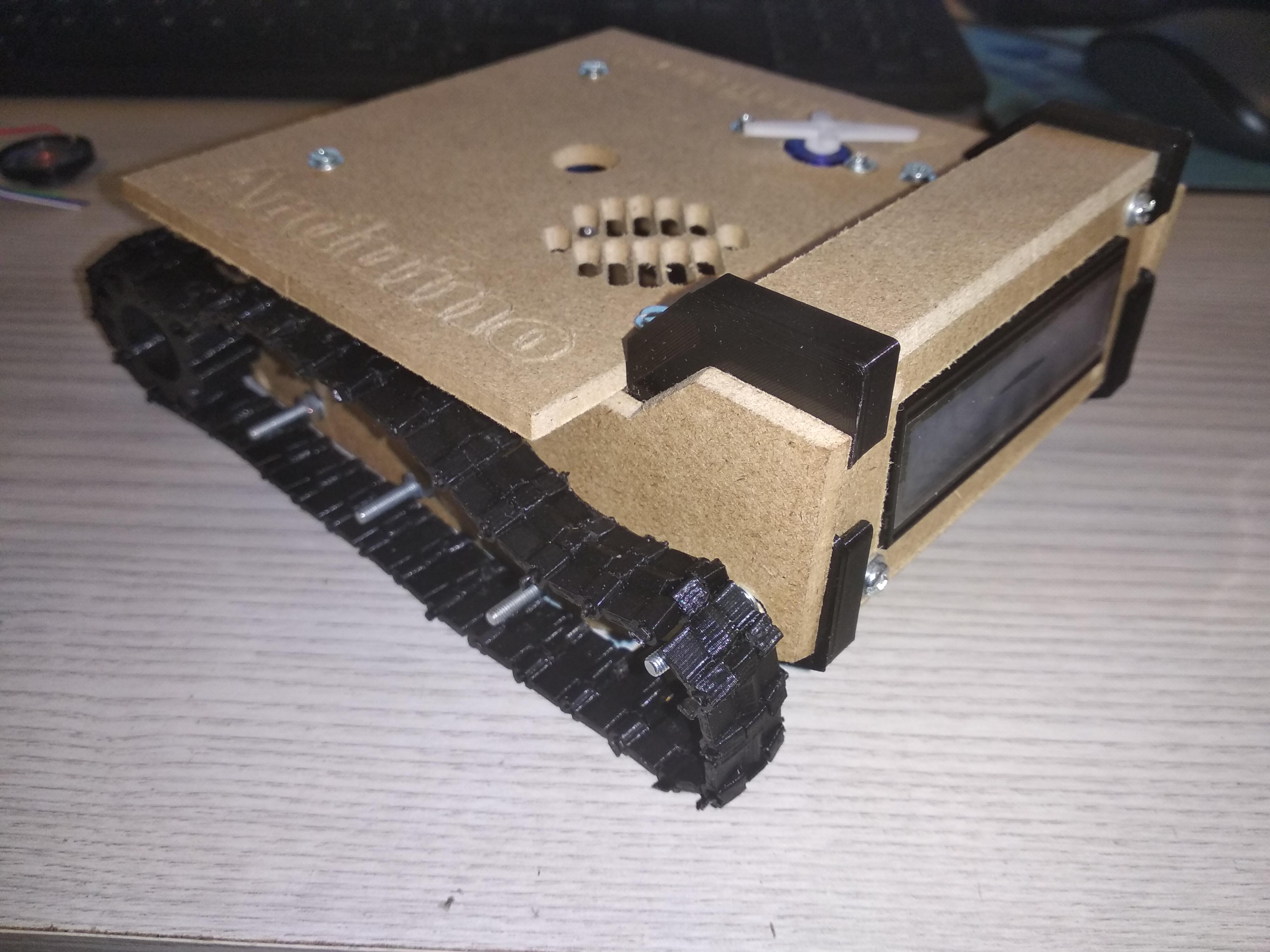 Planche principale du dessus de la base du tank fixée, tank de côté/derrière
